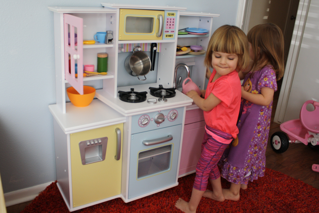 play kitchen!